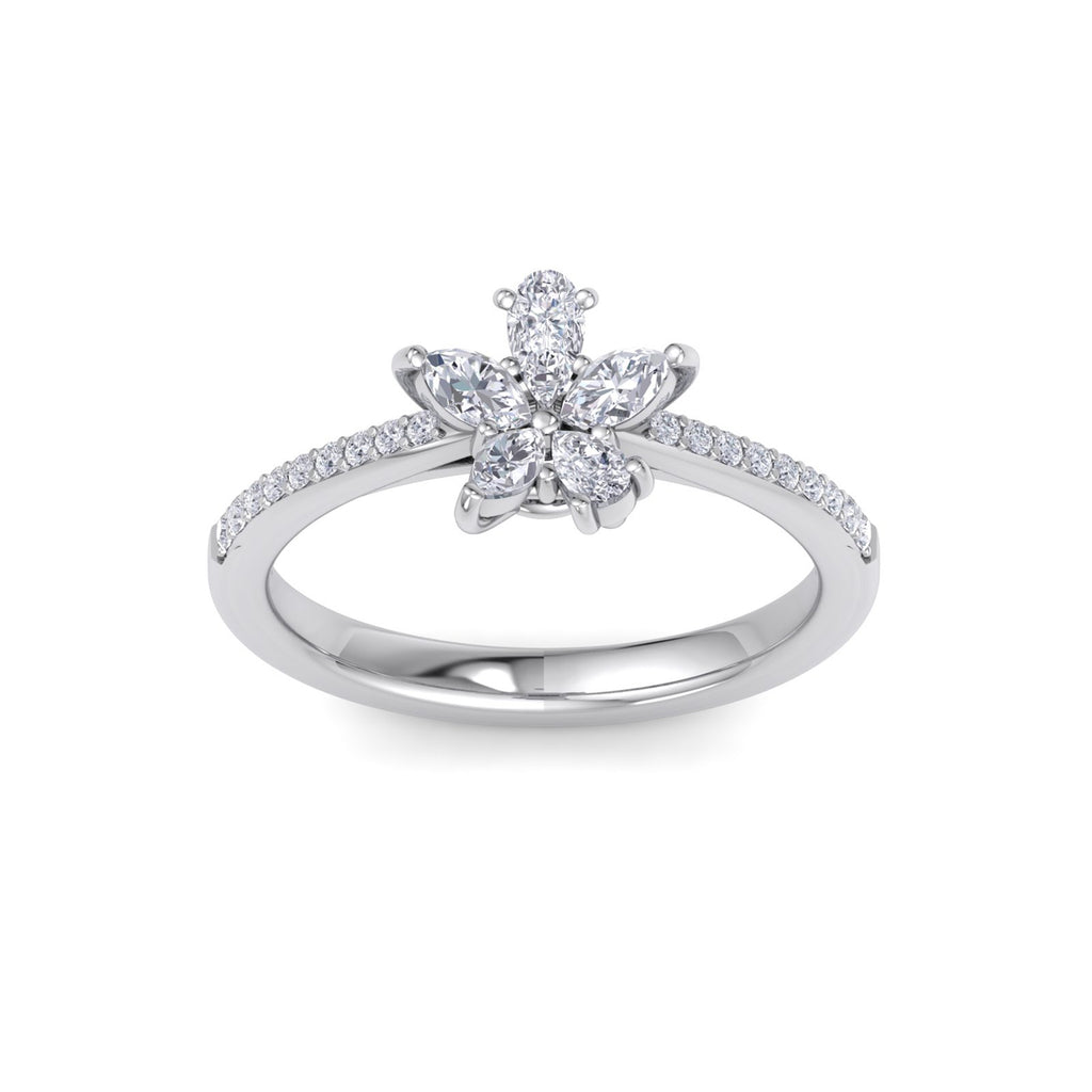 Flower ring in white gold with white diamonds of 0.75 ct in weight