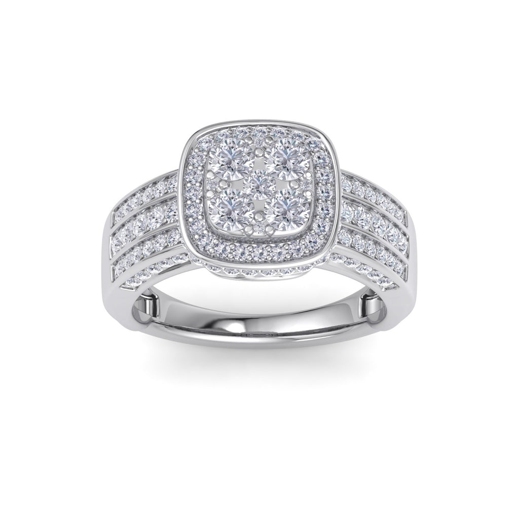Square halo ring in white gold with white diamonds of 1.63 ct in weight