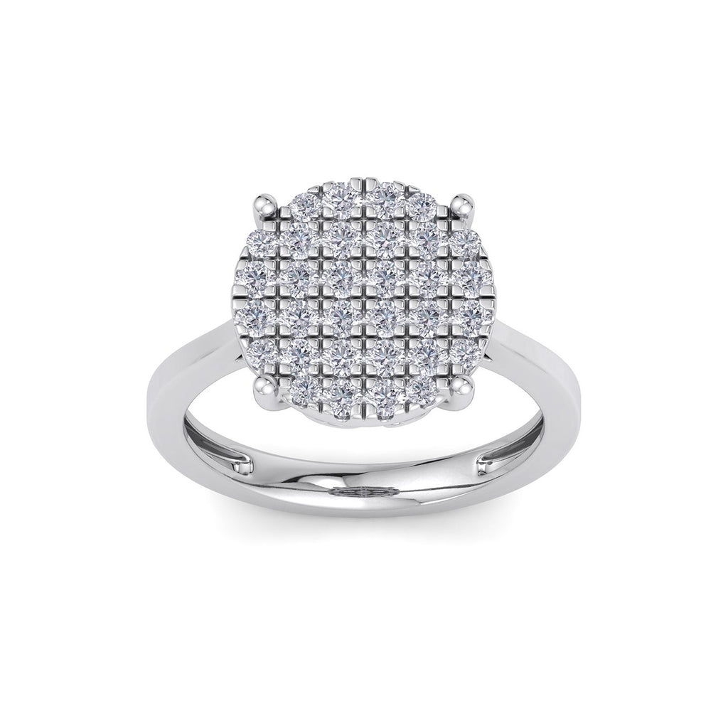 Round shape ring in white gold with white diamonds of 0.93 ct in weight
