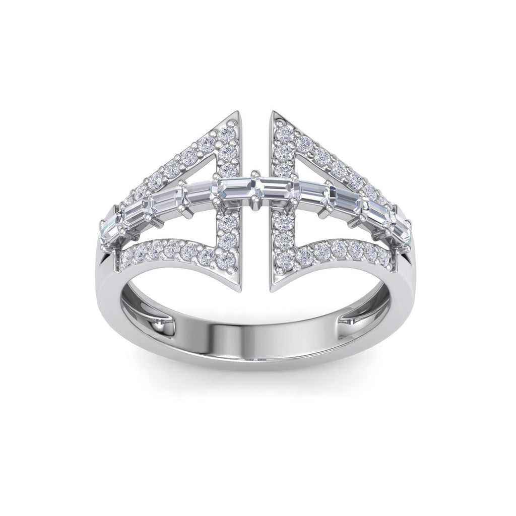 Statement ring in white gold with white diamonds of 0.54 ct in weight