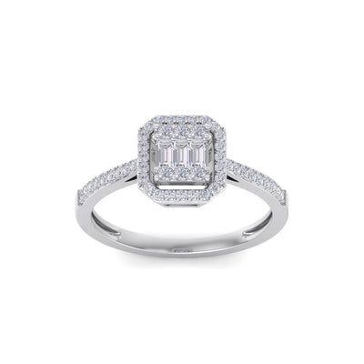 Square engagement ring in white gold with white diamonds of 1.70 ct in weight