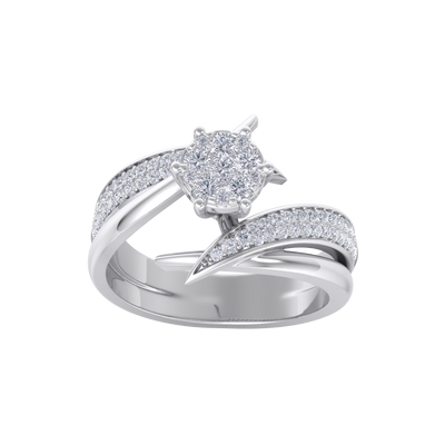 Cluster solitaire ring in white gold with white diamonds of 0.57 ct in weight