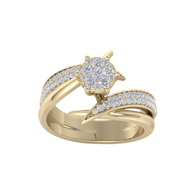 Cluster solitaire ring in yellow gold with white diamonds of 0.57 ct in weight