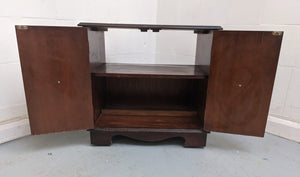 Vintage-Style Small 2 Door TV Cabinet On Castors - 600086