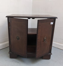 Load image into Gallery viewer, Vintage-Style Small 2 Door TV Cabinet On Castors - 600086