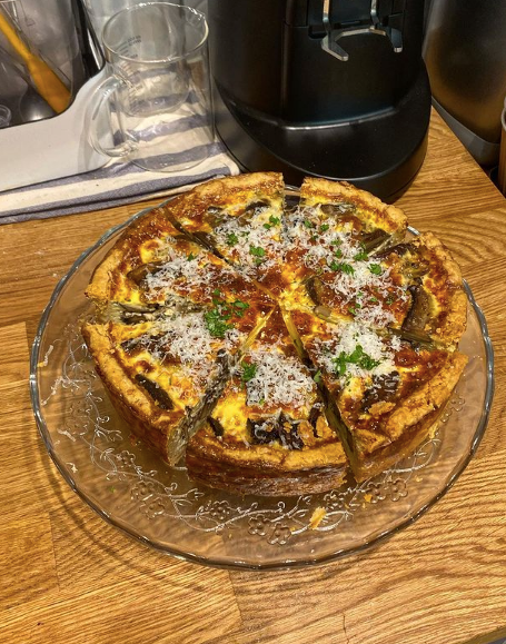Portobello mushroom, roasted garlic, cheddar quiche