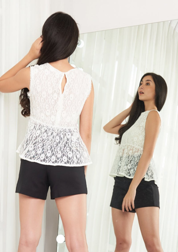 Load image into Gallery viewer, Ohayo เสื้อแขนกุดลูกไม้ | Sleeveless Lace Blouse (5164649349260)