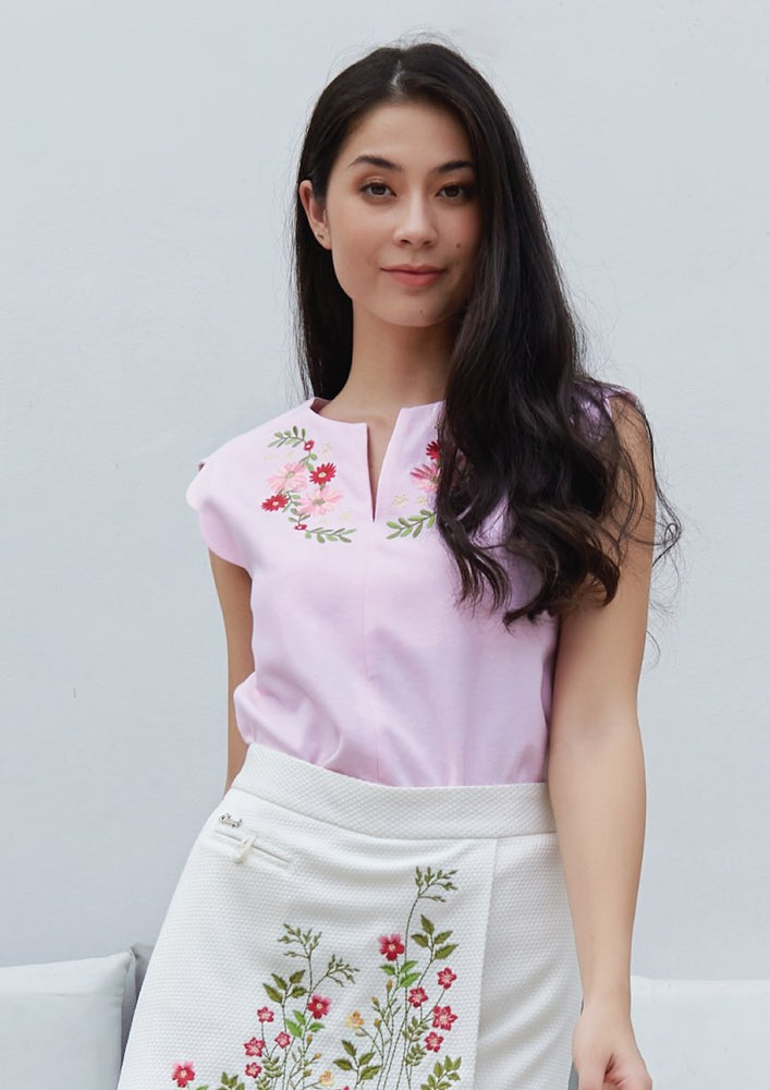 Ohayo เสื้อแขนหยักปักลายดอกไม้ | Scalloped Blouse with Embroidery