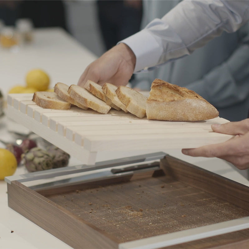 cut and serve bread: The bulthaup serving tray and bread board