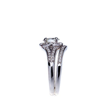 Load image into Gallery viewer, Oval Diamond Split Shank Wedding Set