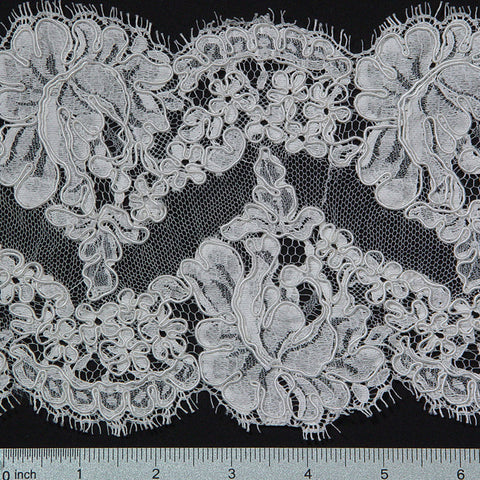 French Scallop Trim #12060R/6 Ivory - NY Fashion Center Fabrics