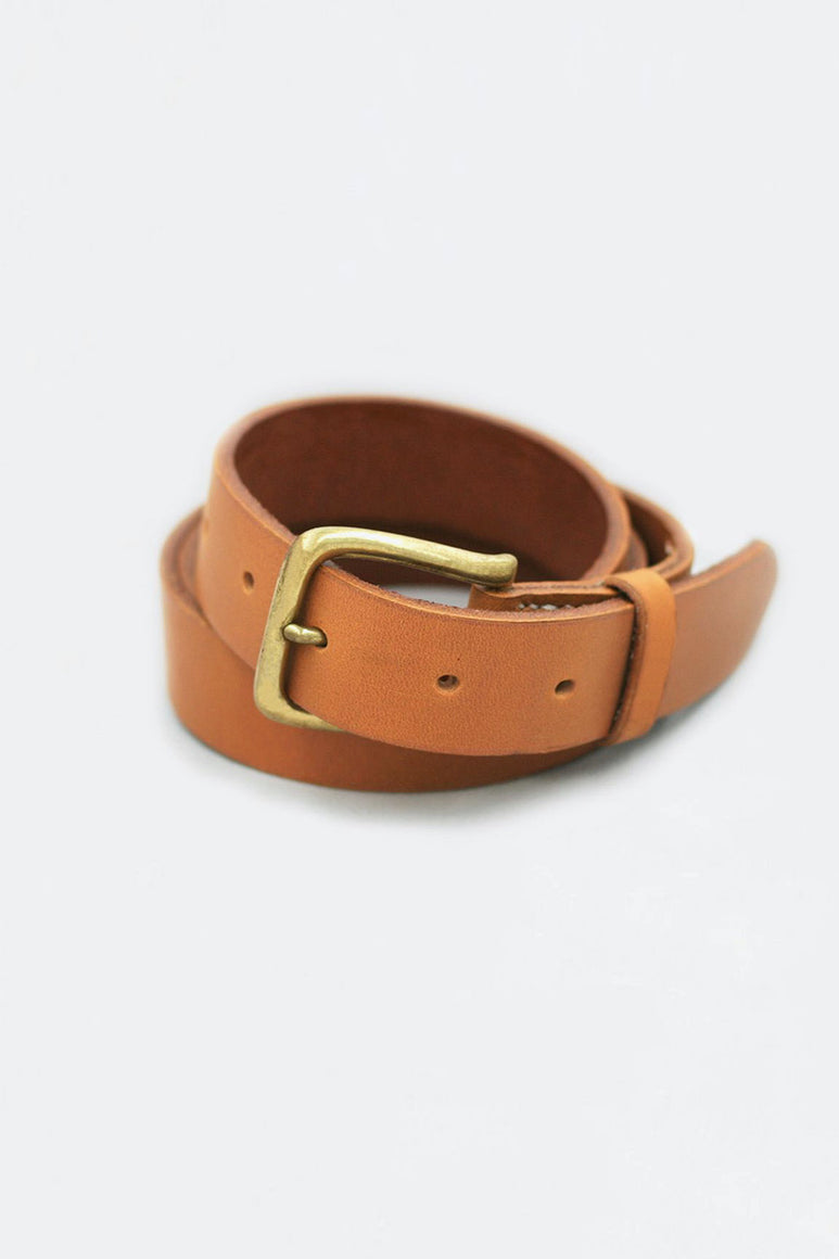 BELT / GOLD LEATHER AND BRASS BUCKLE