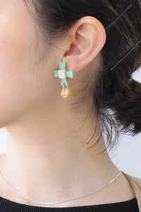 ARAM VERT BRASS AND ACETATE EARRINGS / VERT
