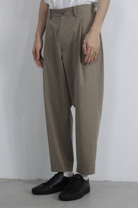 BIO STRETCH TYPEWRITER PEGTOP PANTS / BEIGE