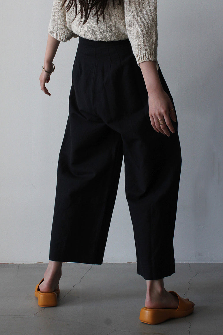 PLEATED TROUSER / BLACK