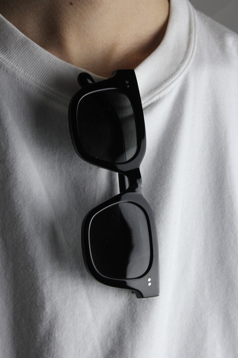 04 SQUARE SUNGLASSES / BLACK