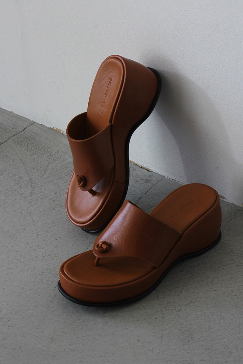 FINN LEATHER SANDALS / TAN