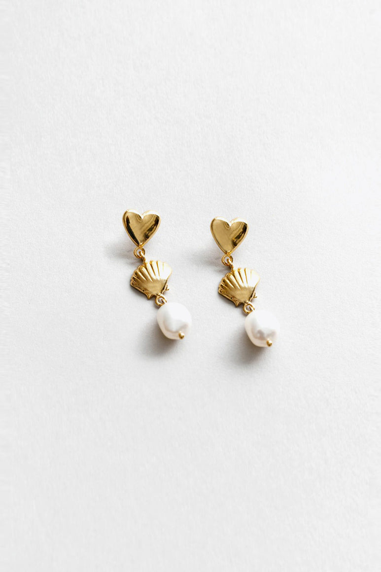 SHELL AND HEART DANGLE EARRINGS WITH FRESHWATER / 14K GOLD PLATED