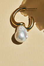 Load image into Gallery viewer, Rylee  Twist Earrings with Pearls