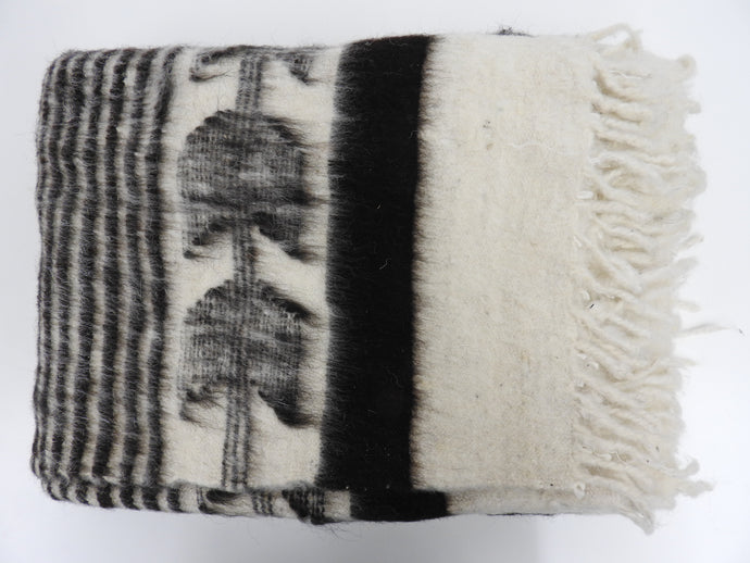 Traditional Momo Blanket | White and Black - Blue New York