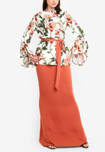 Load image into Gallery viewer, Iris Peach Ruffle Sleeve Kurung