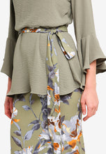 Load image into Gallery viewer, Iris Olive Ruffle Slveeve Kurung