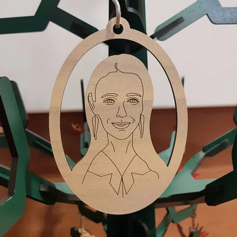 Laser Cut Leaders Oval Christmas Decoration