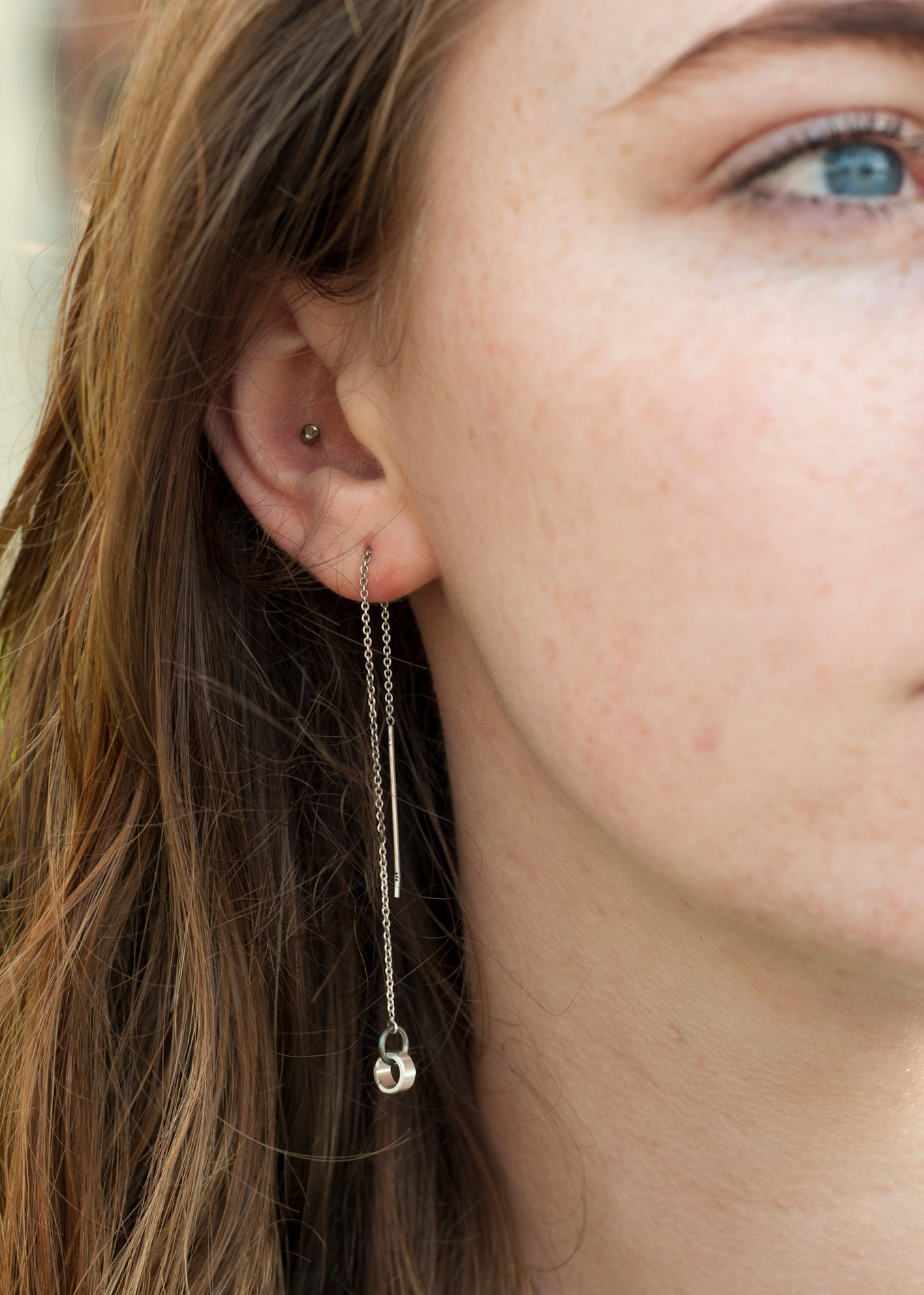 A sterling silver chain threader earring with a 6mm silver circle  attached.