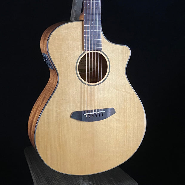 Breedlove Discovery Concert CE (9959)