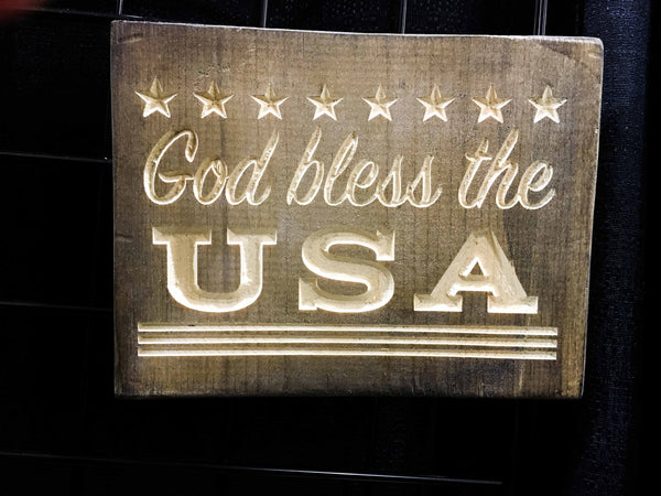 Patriotic USA Sign Wood American Flag God Bless the USA America Wooden Wall Decor Veterans Day Quote Saying Home Decor Gift Signs Plaque