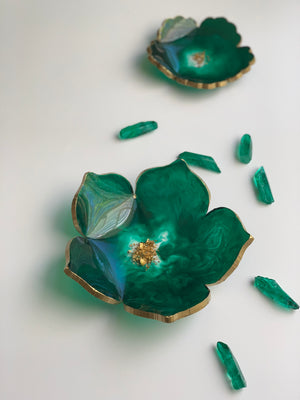 Emerald Lotus Pointy Petals Dish