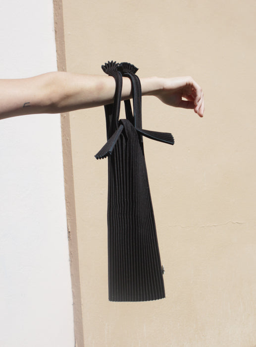 KNA Plus vertical pleated bag, small (black)