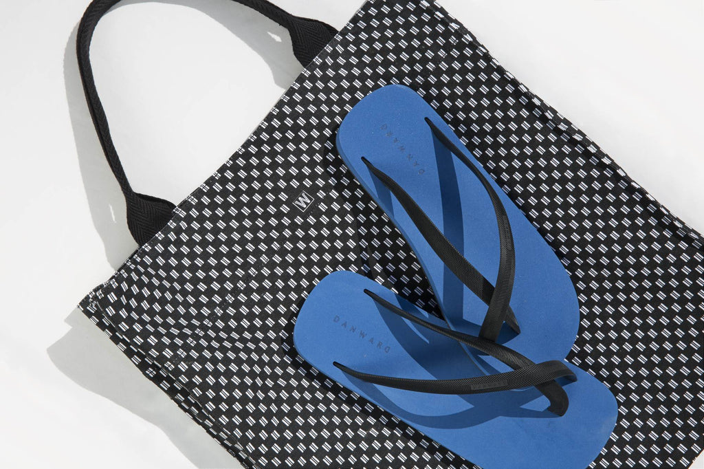 BICOLORED CROSS TOE FLIP-FLOP, BLUE WITH BLACK