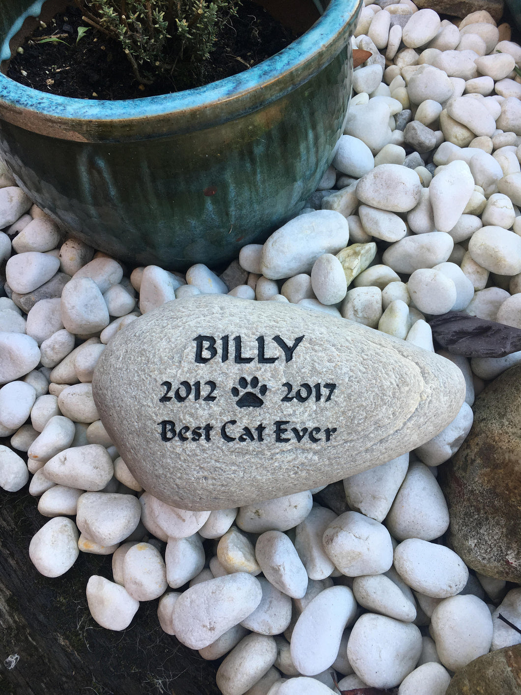 Engraved Personalised Pet Memorial Stone - Personalised Dog Memorial - Cat memorial - Rabbit memorial - Family Pet Memorial for garden- home