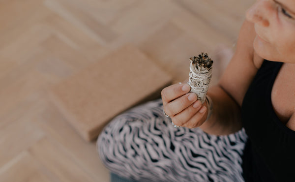 How to use your Palo Santo and white sage smudge sticks