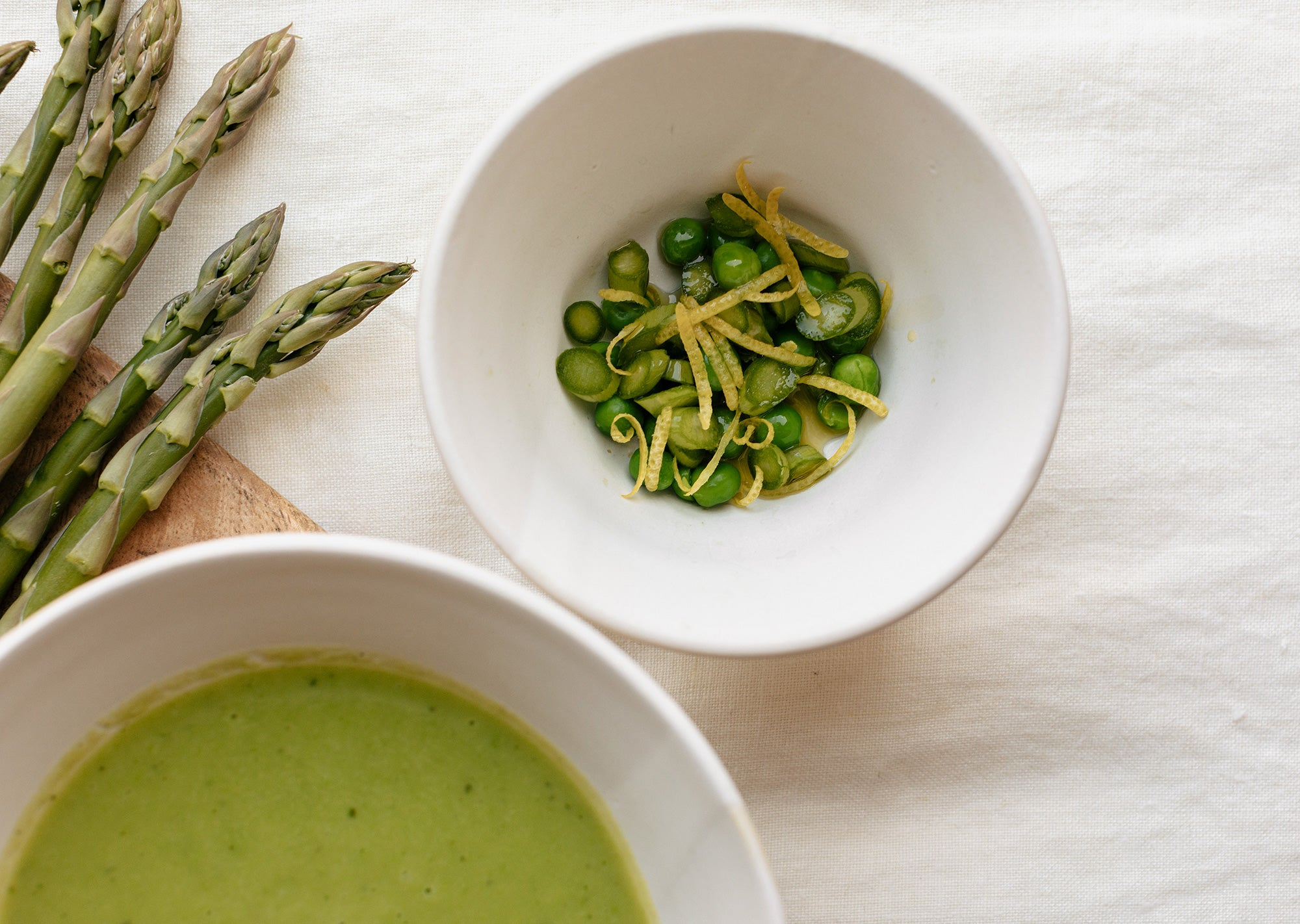 Pea and asparagus soup lifestyle image 01