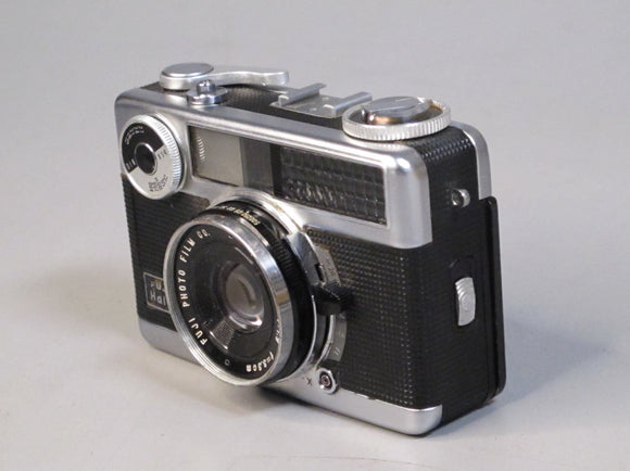 Fujica Half Frame 35mm Camera with 33mm f1.9 Lens