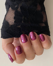 Afbeelding in Gallery-weergave laden, WellGel London Nail Gel Polish, Crushed Ruby 10 ml