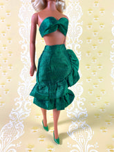 Load image into Gallery viewer, Fabiola Flounce in Emerald - Outfit