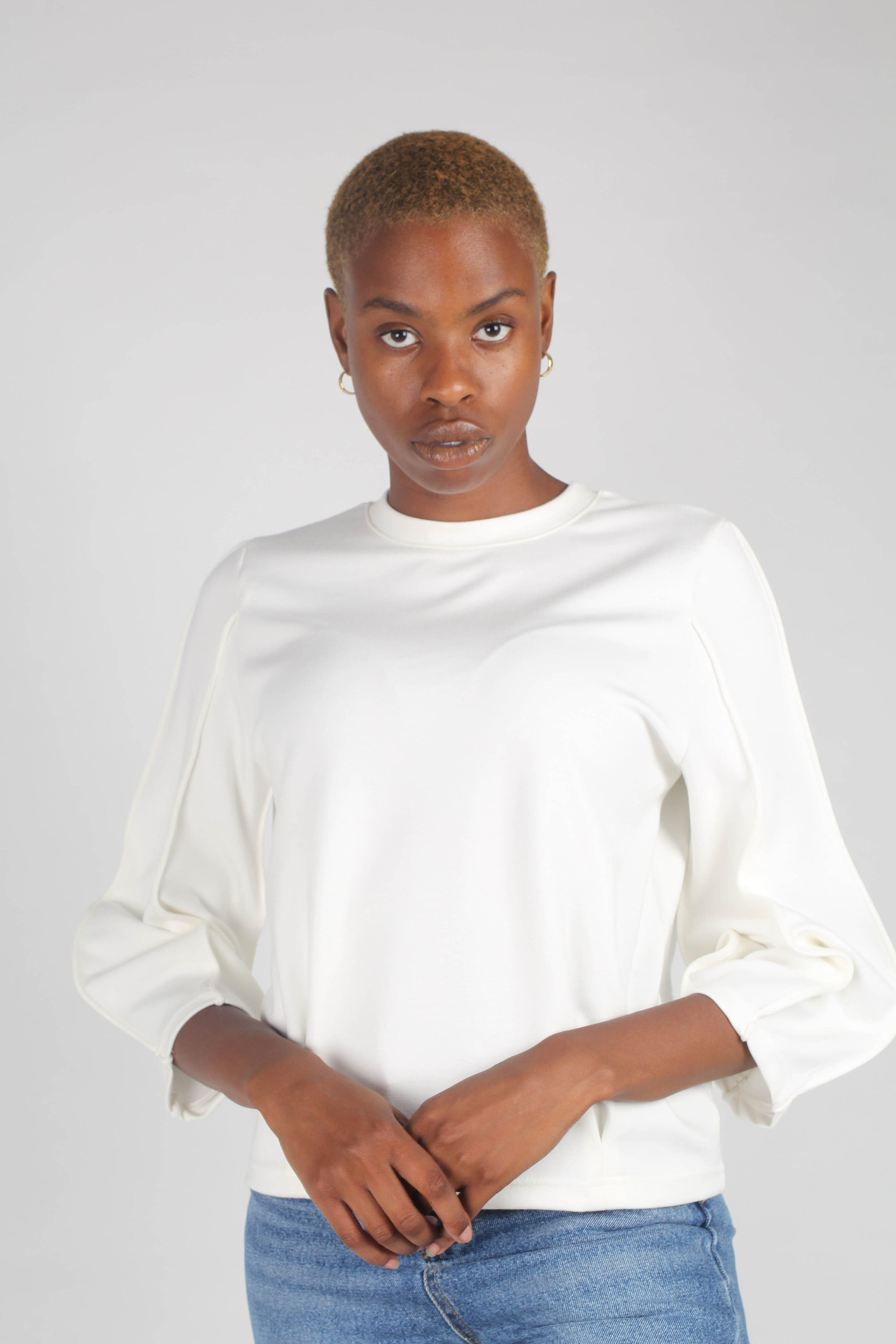 White sharp seamed sleeve top_4
