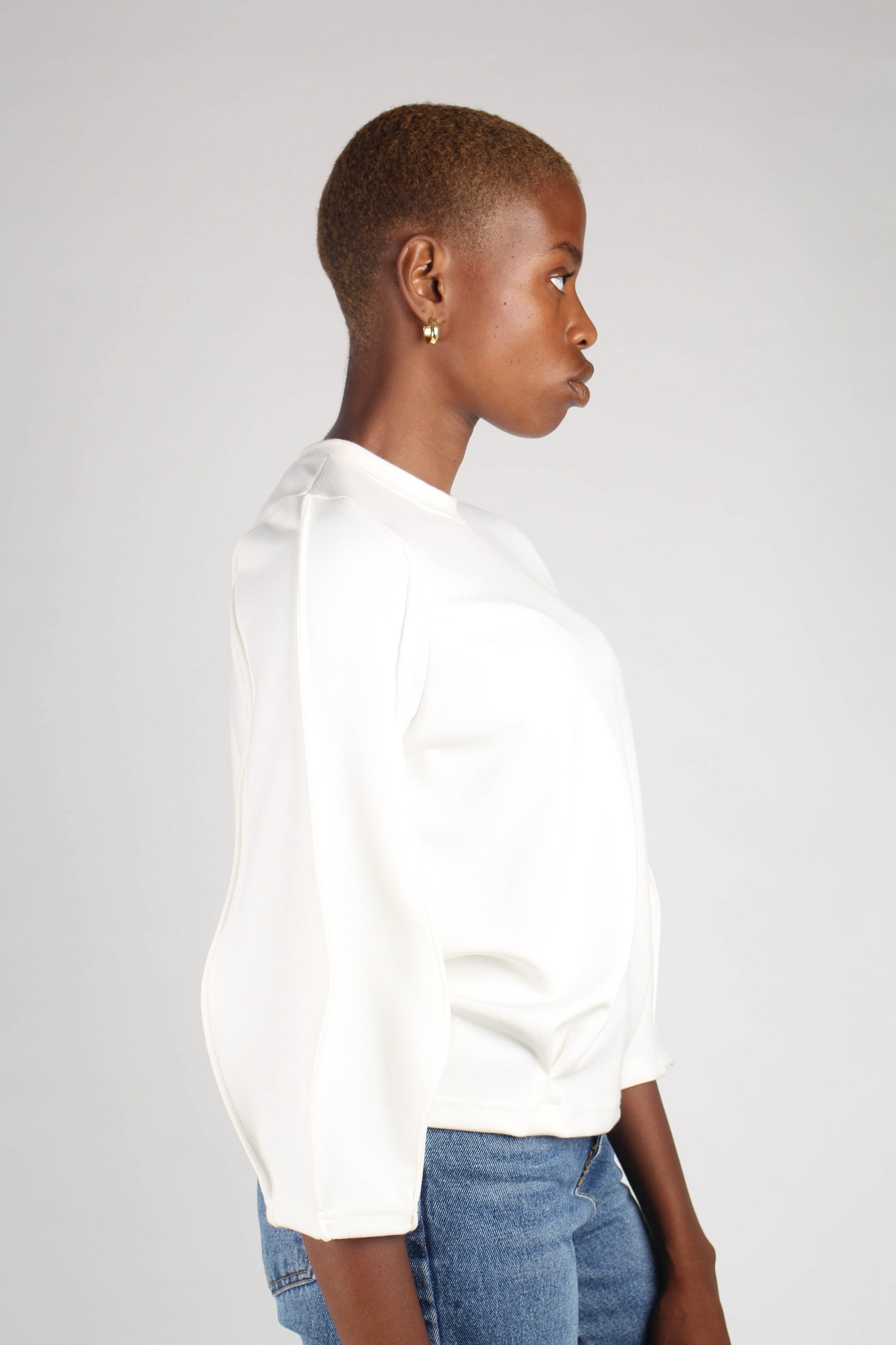 White sharp seamed sleeve top_5