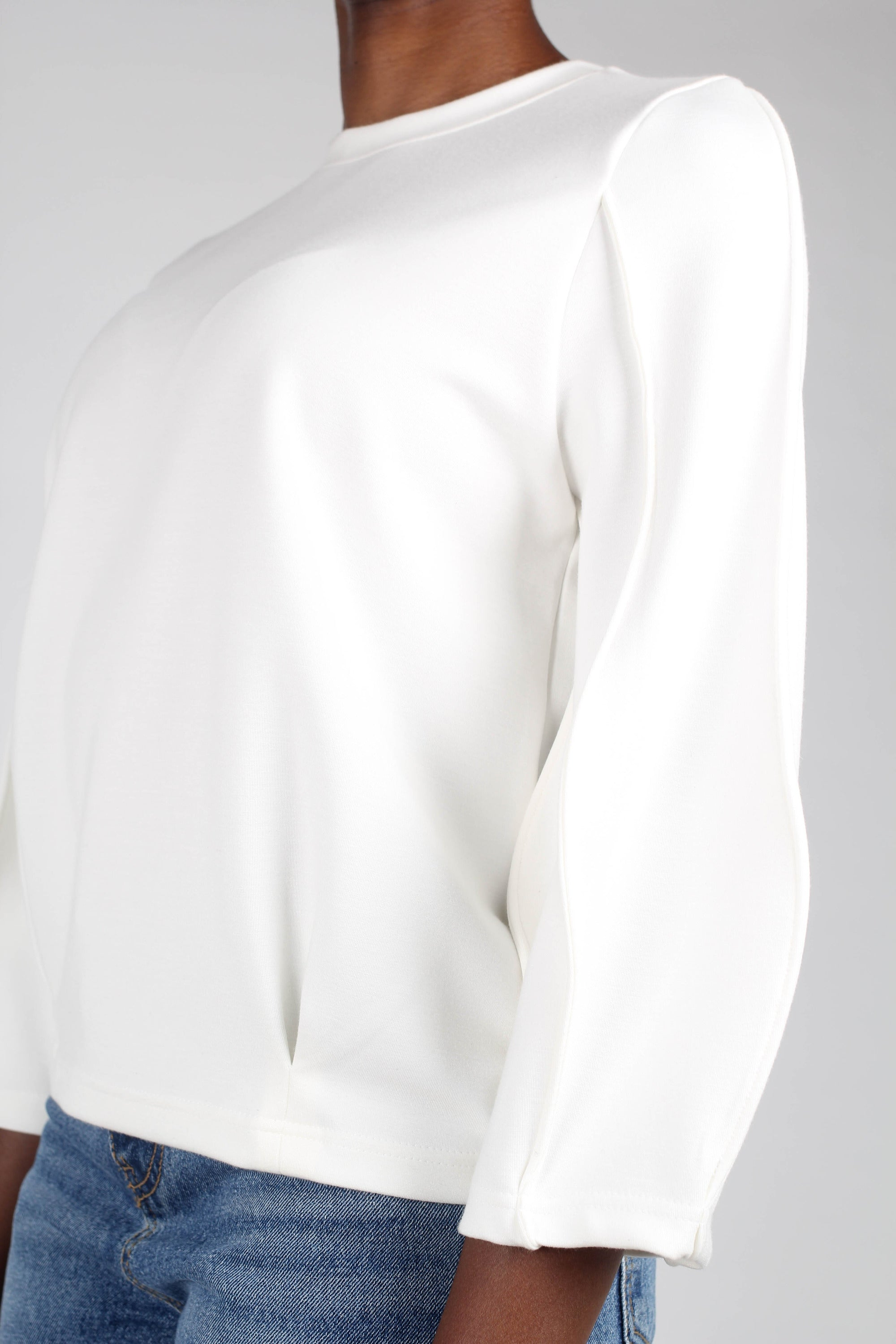 White sharp seamed sleeve top_7