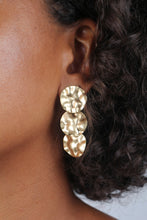 Load image into Gallery viewer, Gold hammered three circle earrings_1