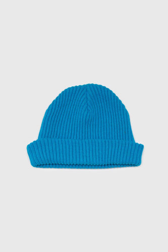 Bright blue ribbed beanie hat1