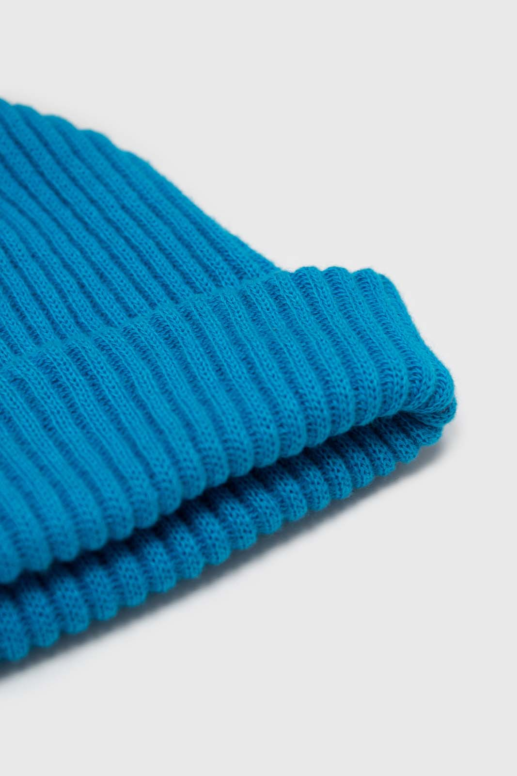 Bright blue ribbed beanie hat2