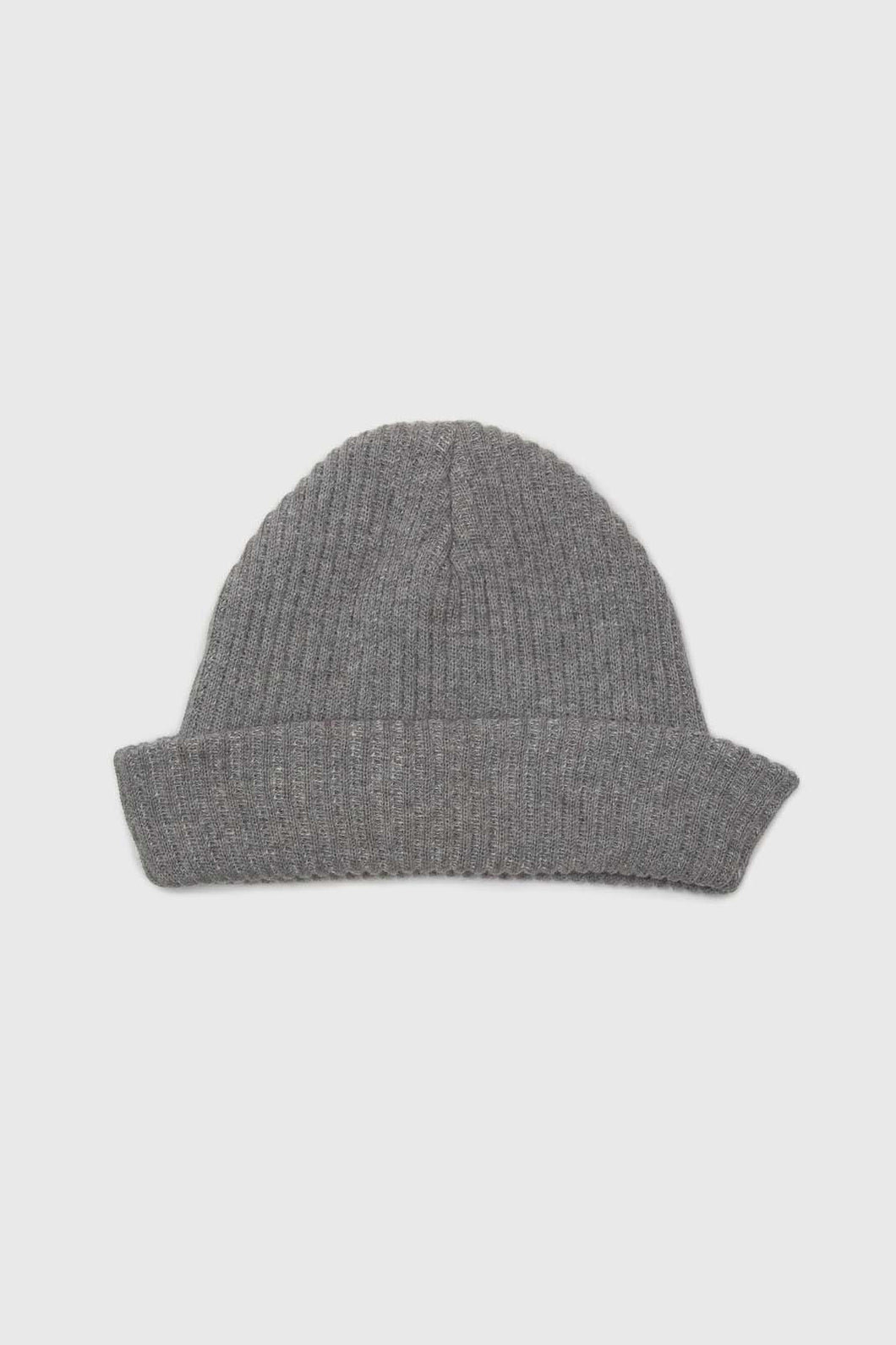 Pale grey ribbed beanie hat1