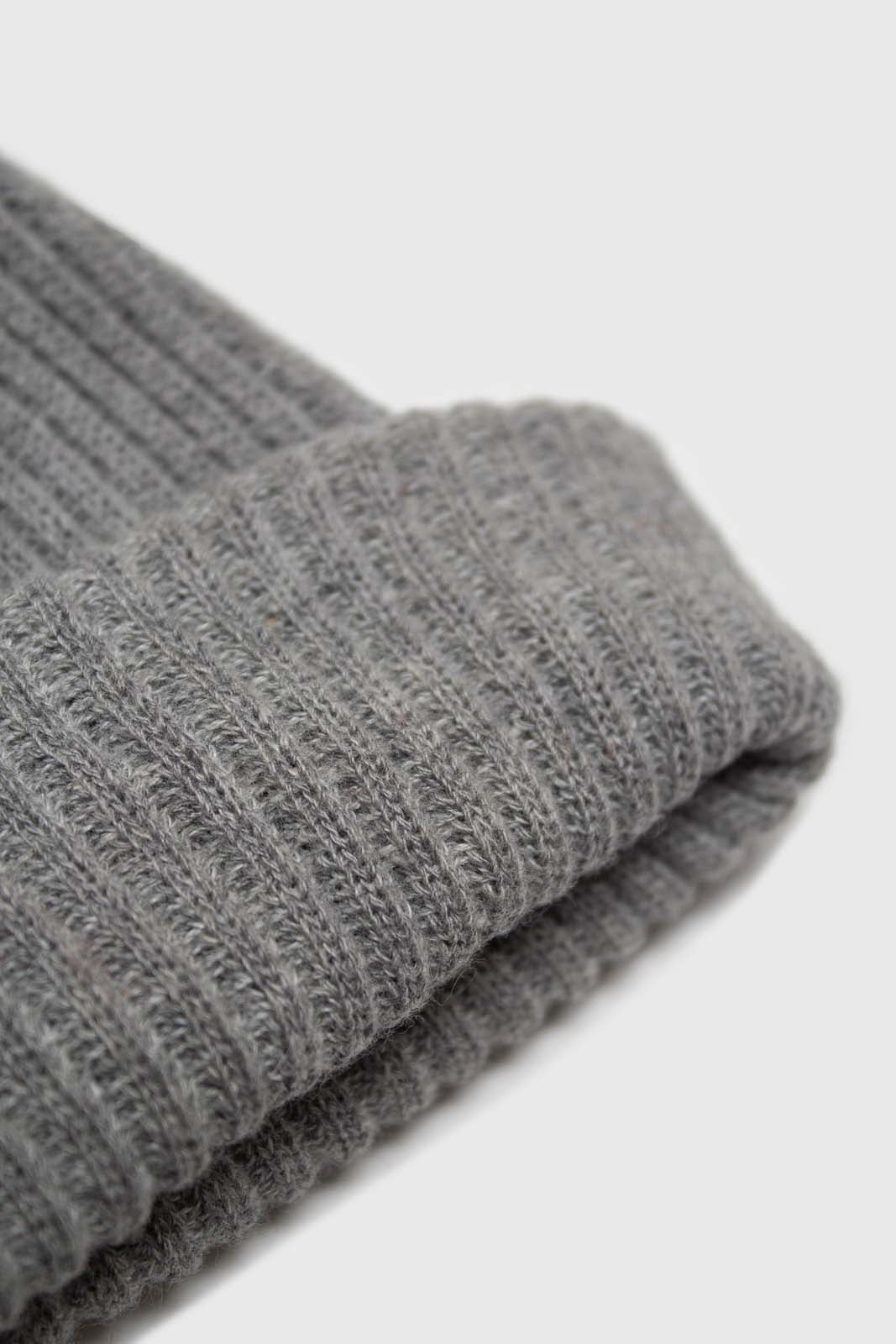 Pale grey ribbed beanie hat2
