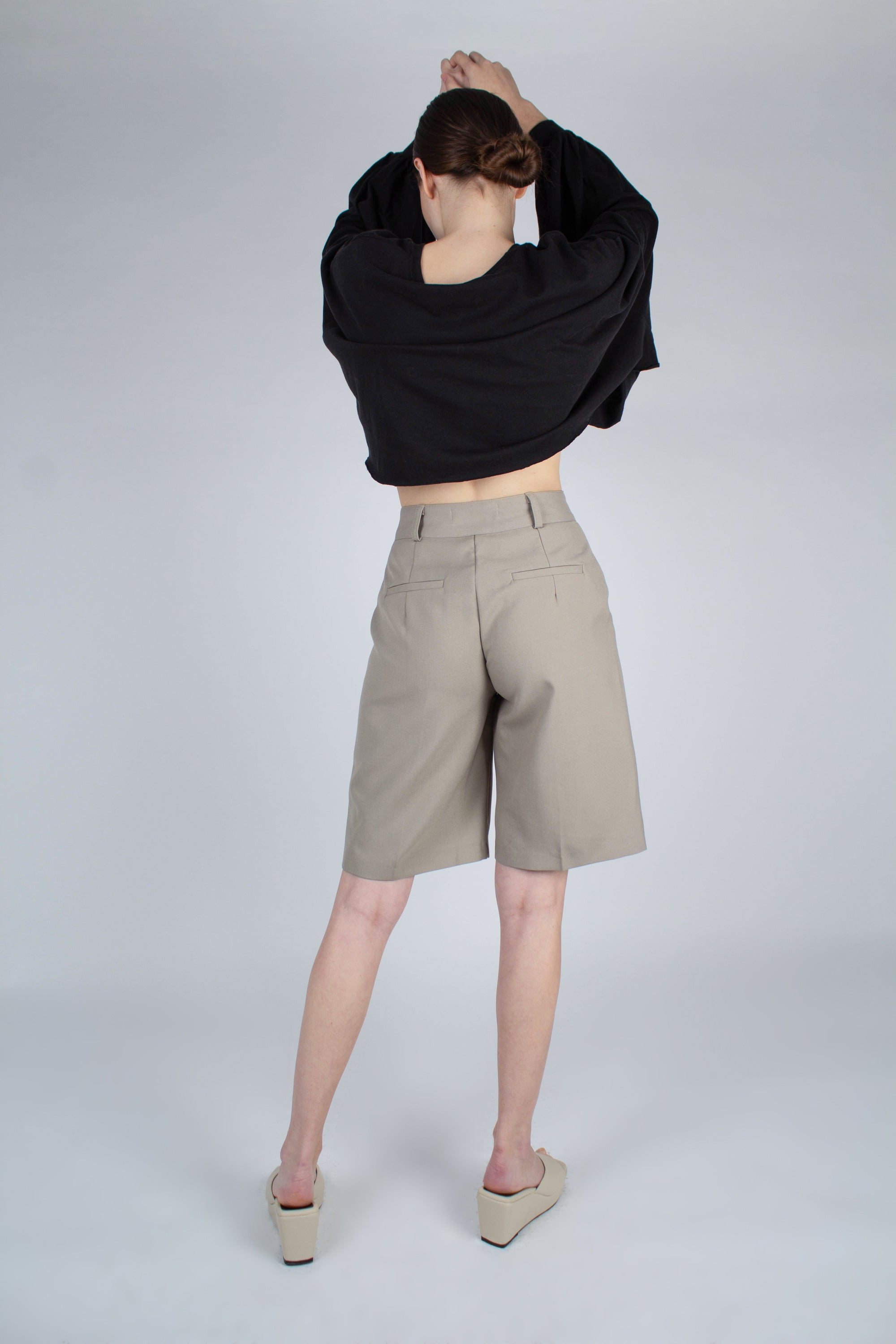 20610_Pale khaki tucked suit shorts_MFBBA1
