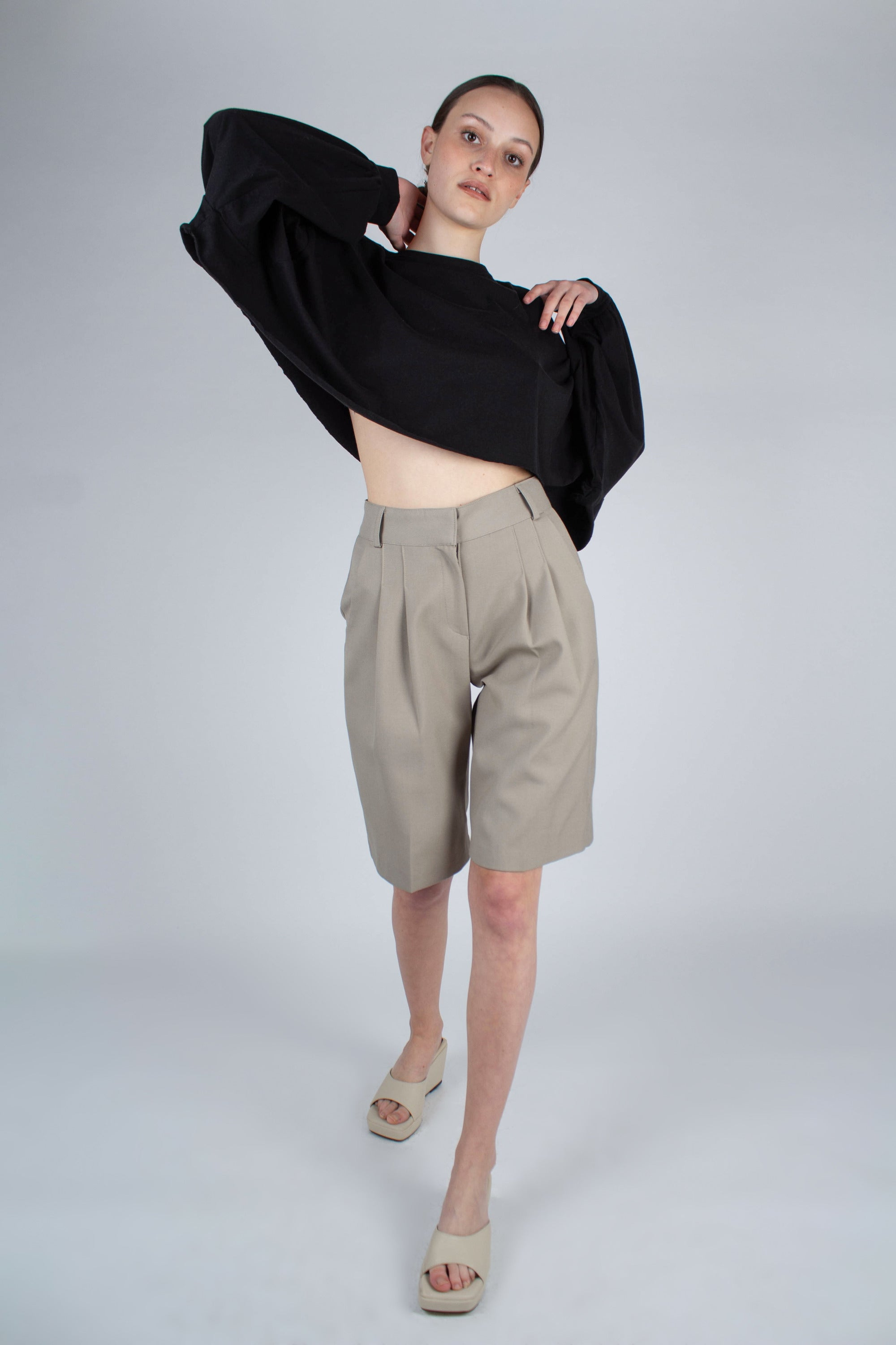 20610_Pale khaki tucked suit shorts_MFFBA1