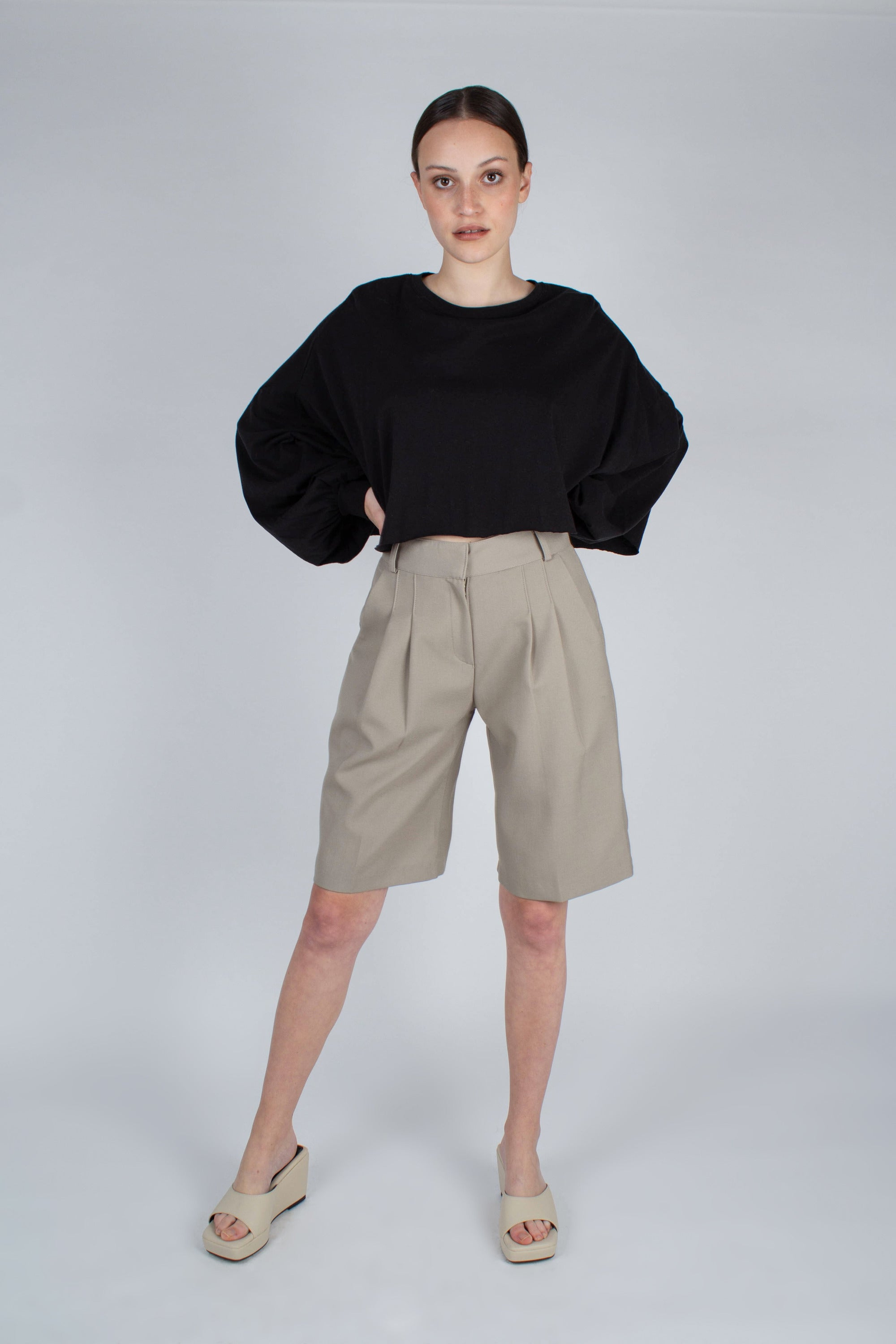 20610_Pale khaki tucked suit shorts_MFFBA2